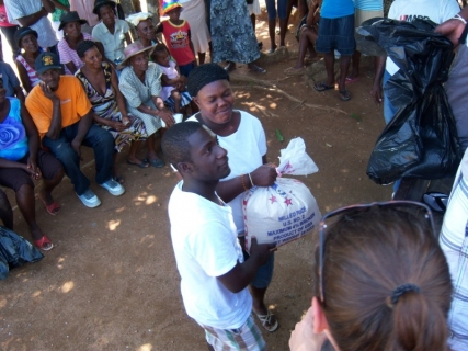 Handing out rice to families in Lac'ajue