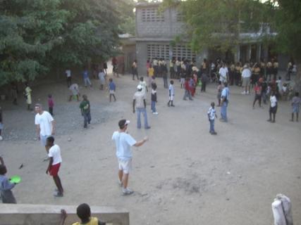 152 frizbee in courtyard