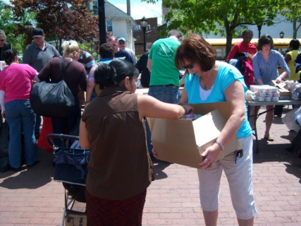 helping-out-at-lakewood-square